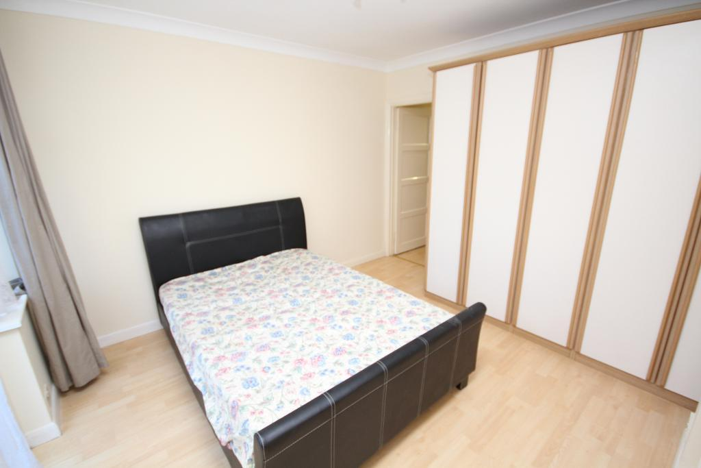 Manns Road, edgware, middlesex, HA8 7NF