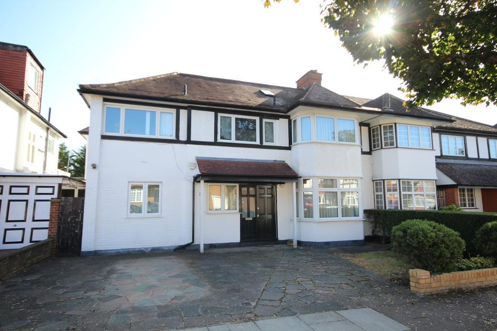 Highview Avenue, Edgware, MIddlesex, HA8 9TZ
